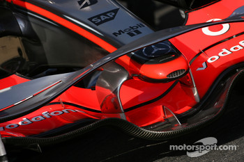 McLaren MP4-23 front wing detail