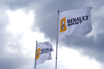 The World Series by Renault 3.5 litre test session has been immediately stopped because the pit roof terrace has collapsed this morning due to the strong wind