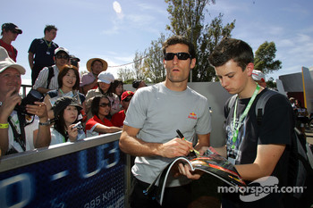 Mark Webber, Red Bull Racing signing autographs to the fans