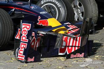 David Coulthard, Red Bull Racing, after crashing with Felipe Massa, Scuderia Ferrari