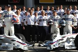 BMW Sauber F1 photoshoot: Robert Kubica,  BMW Sauber F1 Team, Peter Sauber, BMW Sauber F1 Team, Team Advisor, Dr. Mario Theissen, BMW Sauber F1 Team, BMW Motorsport Director, Willy Rampf, BMW-Sauber, Technical Director, Christian Klien, Test Driver, BMW S