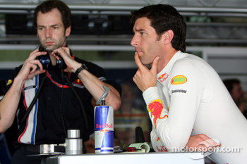 Race engineer Ciaron Pilbeam and Mark Webber, Red Bull Racing