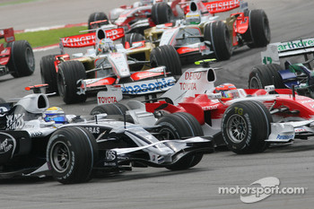 Start, Nico Rosberg, WilliamsF1 Team, FW30 and Timo Glock, Toyota F1 Team, TF108
