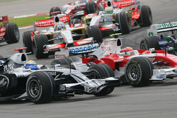 Start, Nico Rosberg, WilliamsF1 Team, FW30 and Timo Glock, Toyota F1 Team, TF108