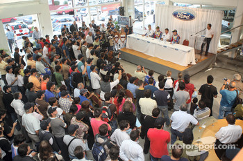 Huge crowds gathered at the local Ford dealer near Cordoba, to welcome the BP Ford Abu Dhabi World Rally team drivers Mikko Hirvonen and Jari-Matti Latvala