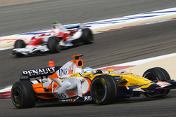 Nelson A. Piquet, Renault F1 Team, R28 leads Timo Glock, Toyota F1 Team, TF108