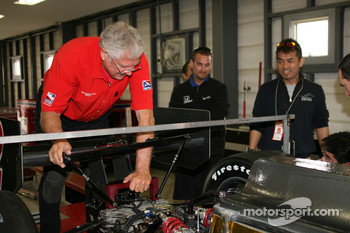 IndyCar series official at tech inspection