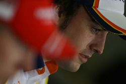 FIA press conference: Fernando Alonso, Renault F1 Team