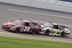 Tony Stewart gets a push from Dale Earnhardt Jr.