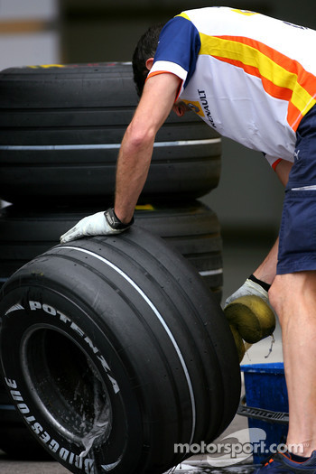 Renault F1 Team mechanic