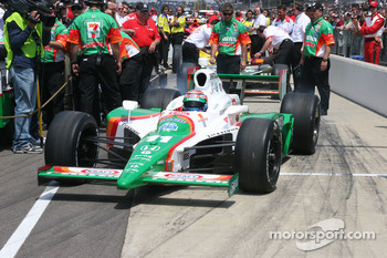 Tony Kanaan pulls out to qualify
