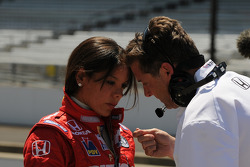 Milka Duno having a conversation with her engineer