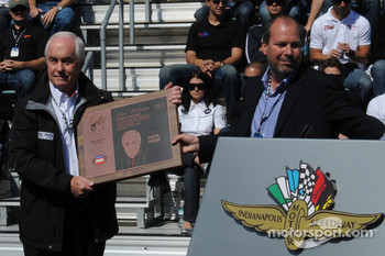 Roger Penske receiving an award