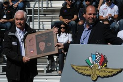 Roger Penske receiving an award