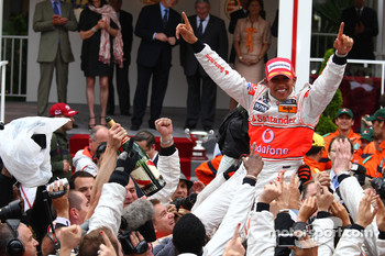 1st place Lewis Hamilton, McLaren Mercedes and celebrates with the team