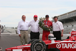 Floyd Ganassi, Chip Ganassi, Scott Dixon and the Borg Warner Representative