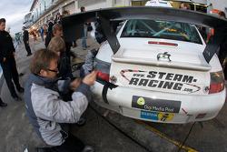 Pit stop for #9 steam-racing GmbH Porsche 997 GT3 RS: Michael Schratz, Johannes Siegler, Jochen Herbst, Leo Löwenstein