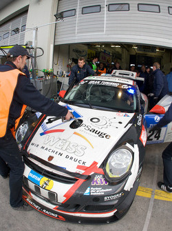 Pit stop for #24 Wochenspiegel Team Manthey Porsche 911 GT3: Georg Weiss, Peter-Paul Pietsch, Michael Jacobs, Dieter Schornstein