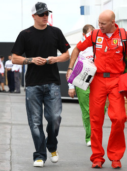 Kimi Raikkonen, Scuderia Ferrari with Mark Arnall, Physio for Kimi Raikkonen