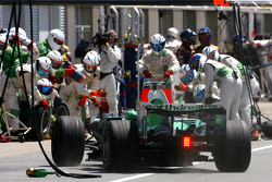 Rubens Barrichello, Honda Racing F1 Team during pitstop