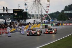冲线:奥迪北美车队2号奥迪R10赛车:阿兰·麦克尼什、雷纳尔多·卡佩罗、汤姆·克里斯滕森