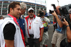Sachin Tendulkar, Indian Cricket Player with Flavio Briatore, Renault F1 Team, Team Chief, Managing Director and Vijay Mallya, Force India F1 Team, Owner and Kingfisher CEO