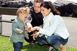 Sébastien Bourdais, Scuderia Toro Rosso with his daughter Emma and wife Claire