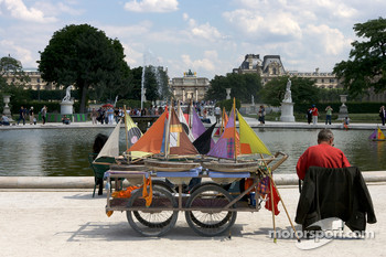Visit of Paris: boats at Jardin des Tuileries