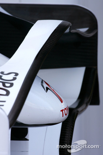 Toyota TF108 front wing detail