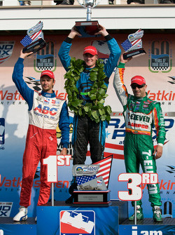 Podium: race winner Ryan Hunter-Reay with Darren Manning and Tony Kanaan