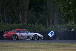 #80 Flying Lizard Motorsports Porsche 911 GT3 RSR: Jorg Bergmeister, Johannes van Overbeek, Seth Neiman in the tire wall