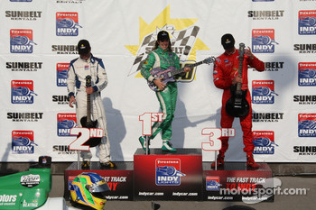 Podium: race winner Ana Beatriz with Bobby Wilson and Arie Luyendyk Jr.