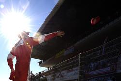 Sebastian Vettel, Ferrari gives caps for the fans
