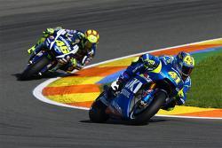 Aleix Espargaro, Team Suzuki MotoGP and Valentino Rossi, Yamaha Factory Racing