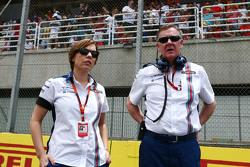 (从左到右):克莱尔·威廉姆斯,威廉姆斯车队副领队;Mike O'Driscoll,威廉姆斯集团CEO