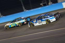 Dale Earnhardt Jr., Hendrick Motorsports Chevrolet and Greg Biffle, Roush Fenway Racing Ford