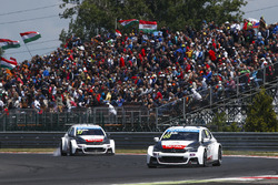 Yvan Muller, Citroën C-Elysee WTCC, Citroën World Touring Car team and Jose Maria Lopez, Citroën C-Elysee WTCC, Citroën World Touring Car team