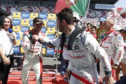 Race winner Tiago Monteiro, Honda Civic WTCC, Honda Racing Team JAS and Jose Maria Lopez, Citroën C-Elysee WTCC, Citroën World Touring Car team