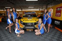 Mikhail Kozlovskiy, Lada Vesta WTCC , Lada Sport Rosneft with grid girls