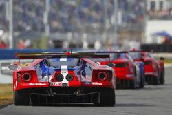 福特奇普·甘纳西车队67号福特GT:莱恩·布里斯科、理查德·韦斯特布鲁克、史蒂芬·穆克