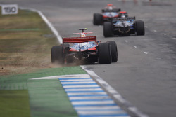 Karun Chandhok leads Andreas Zuber and Bruno Senna