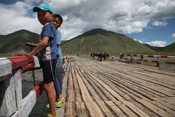 Young fans between Bayankhor and Mongol Els