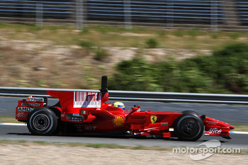 Felipe Massa, Scuderia Ferrari, F2008, try out the new shark fin engine cover