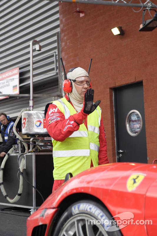 Pit stop for #56 CR Scuderia Ferrari F430: Andrew Kirkaldy, Rob Bell, Dirk Muller, James Sutton