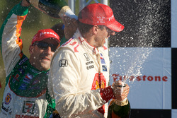 Podium: Tony Kanaan sprays champagne on Justin Wilson