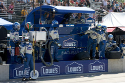 Adrian Fernandez and Lowe's Fernandez Racing team members ready for a pit stop