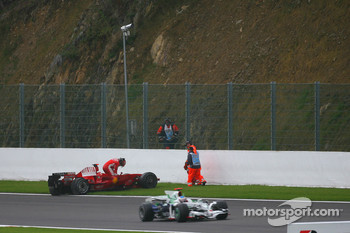 Kimi Raikkonen, Scuderia Ferrari retires from the race after a crash