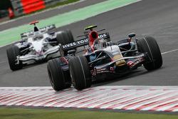 Sebastian Vettel, Scuderia Toro Rosso, STR02 leads Nick Heidfeld, BMW Sauber F1 Team, F1.08