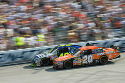 Tony Stewart and Jimmie Johnson battle for the top spot in the closing laps