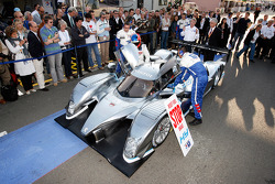 The hybrid Peugeot 908 HDi FAP, the Peugeot 908 HY, is presented
